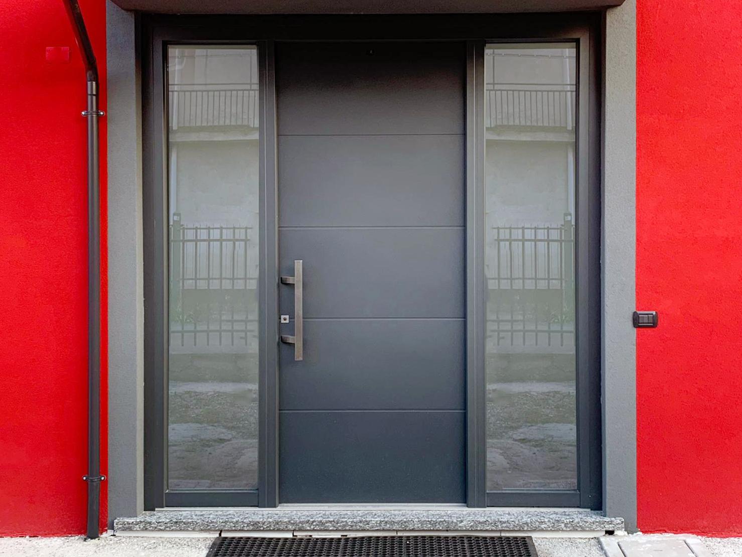 portoncino FIN-Door alluminio-PVC progettata su misura